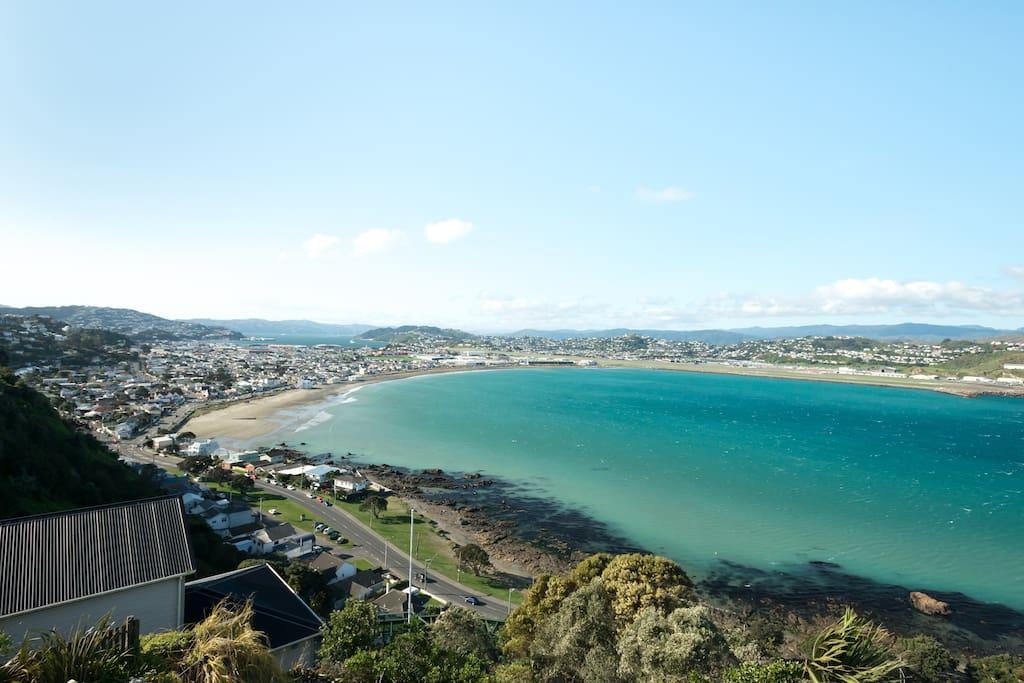 Beachhouse overlooking three seas